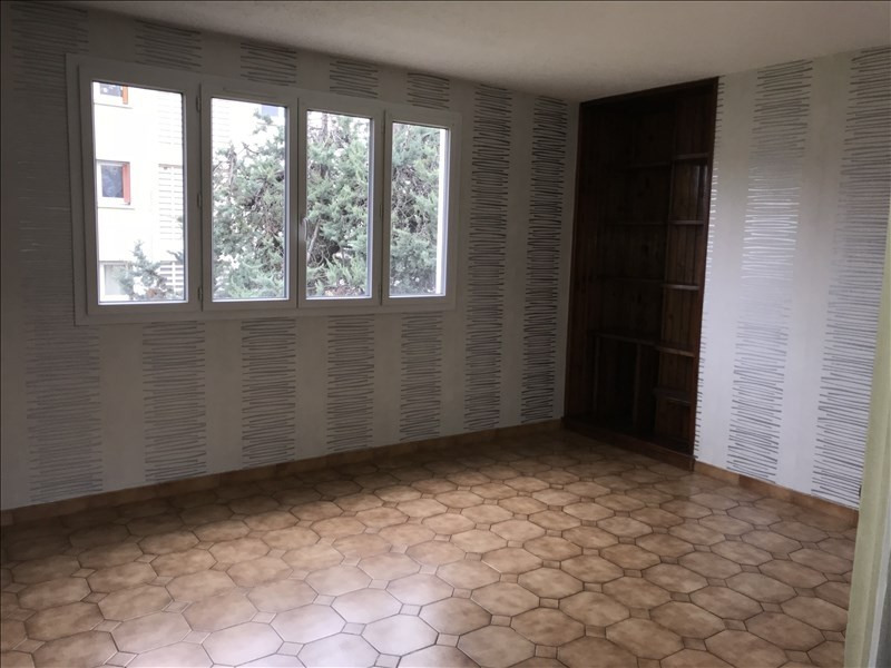 Location appartement Les clayes sous bois 820€ CC - Photo 1