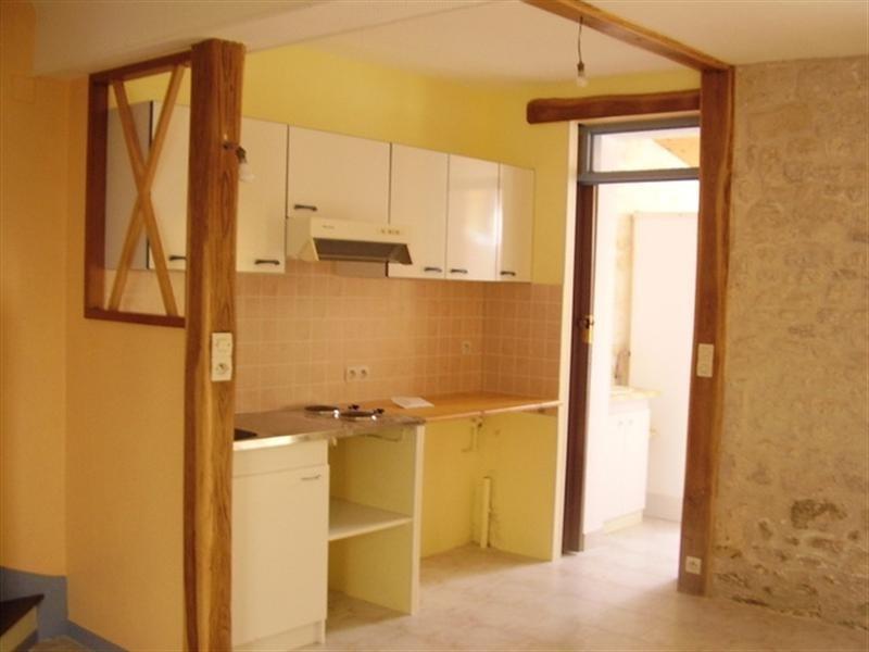 Rental house / villa Saint-jean-d'angély 410€ CC - Picture 3