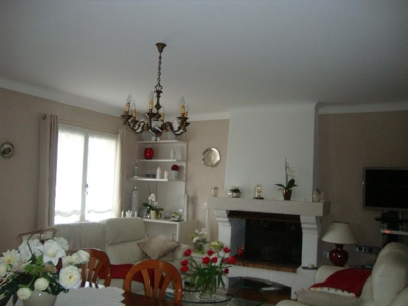 Sale house / villa Saint-jean-d'angély 298 000€ - Picture 4