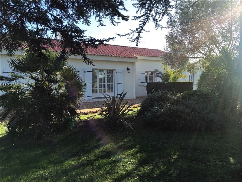 Sale house / villa Avrille 229 800€ - Picture 1