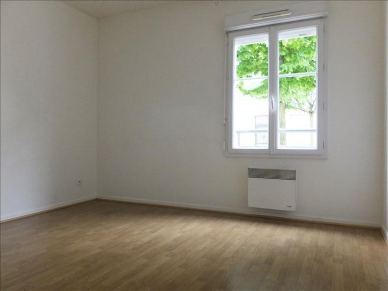 Rental apartment Guyancourt 836€ CC - Picture 4