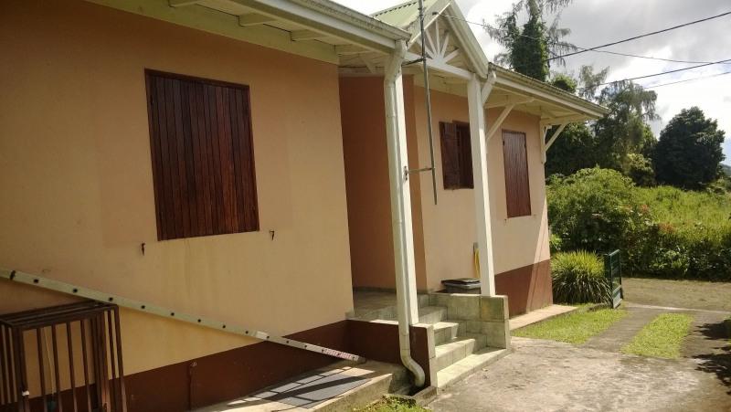 Location maison / villa Saint claude 1029€ CC - Photo 2
