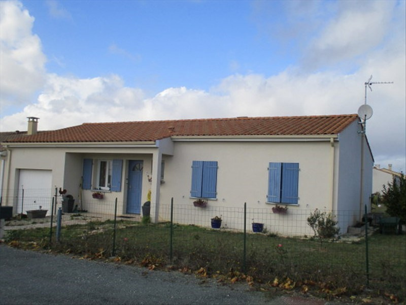 Sale house / villa St jean d angely 159750€ - Picture 1