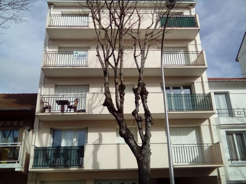 Location appartement Vichy 420€ CC - Photo 1