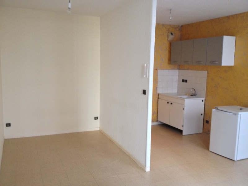 Locação apartamento Voiron 280€ CC - Fotografia 1