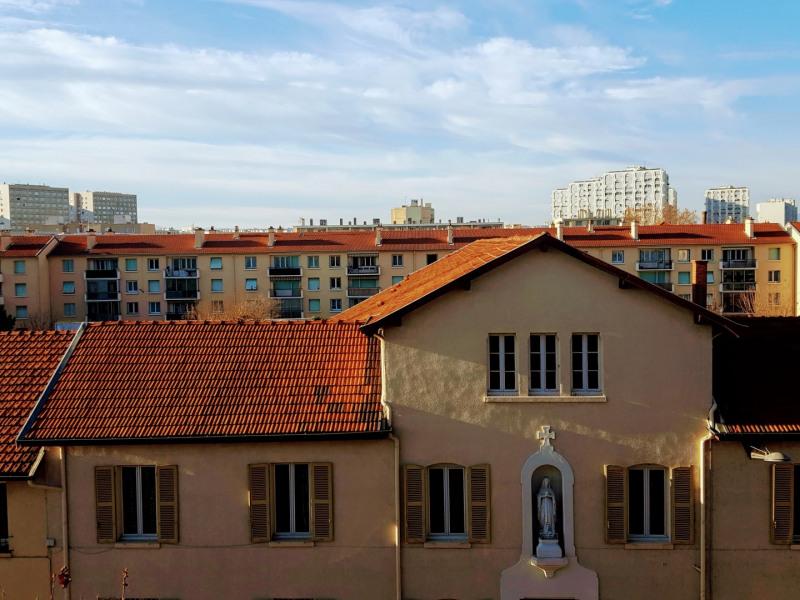 Sale apartment Lyon 8ème 157000€ - Picture 4
