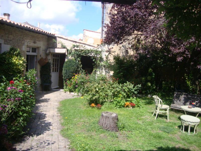 Sale house / villa Saint-jean-d'angély 327050€ - Picture 4