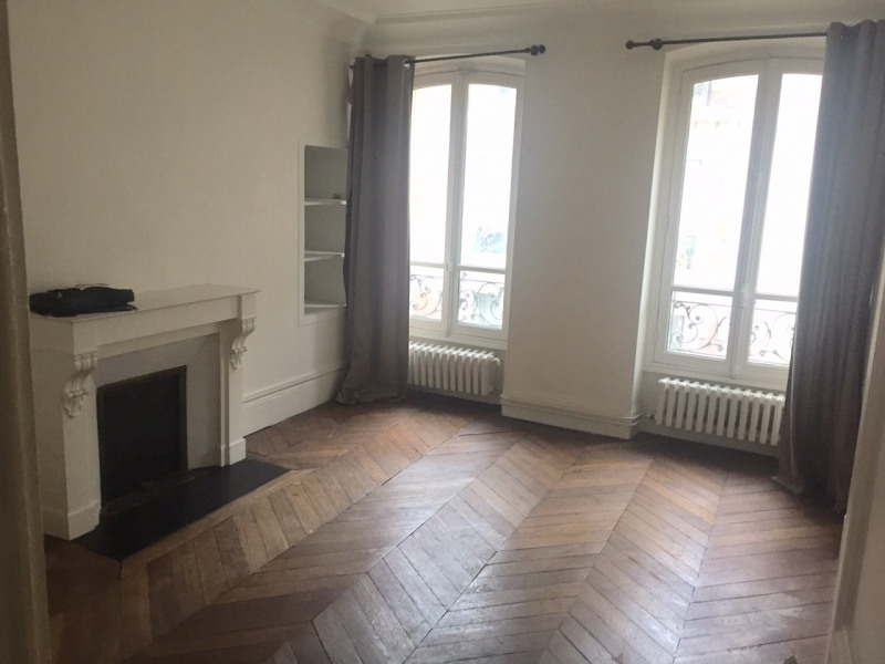 Rental apartment Paris 18ème 1 950€ CC - Picture 1