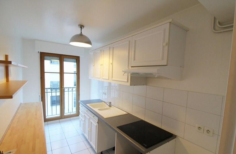 Rental apartment Paris 15ème 2015€ CC - Picture 1
