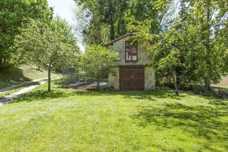 Sale house / villa Ruffec 288750€ - Picture 2