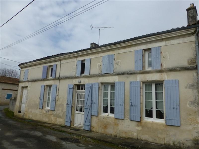 Sale house / villa Saint-jean-d'angély 139000€ - Picture 1