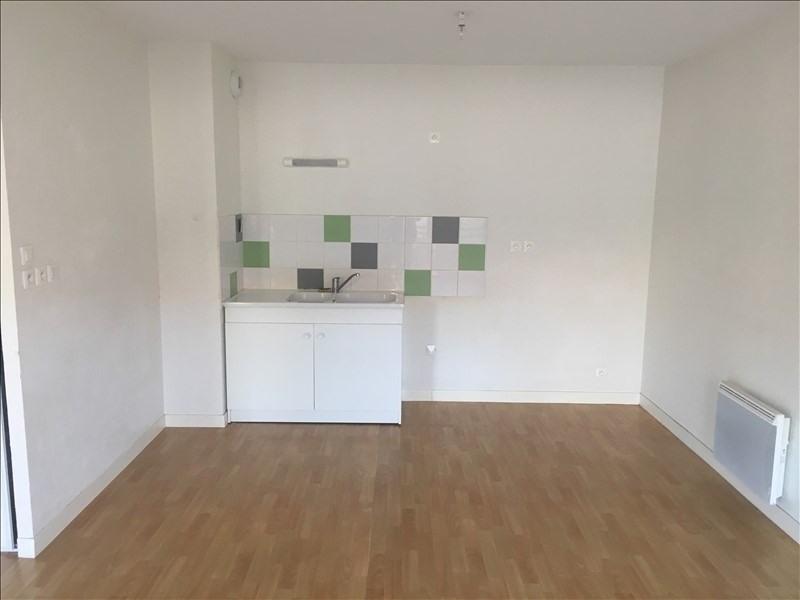Rental apartment Chasseneuil du poitou 596€ CC - Picture 3