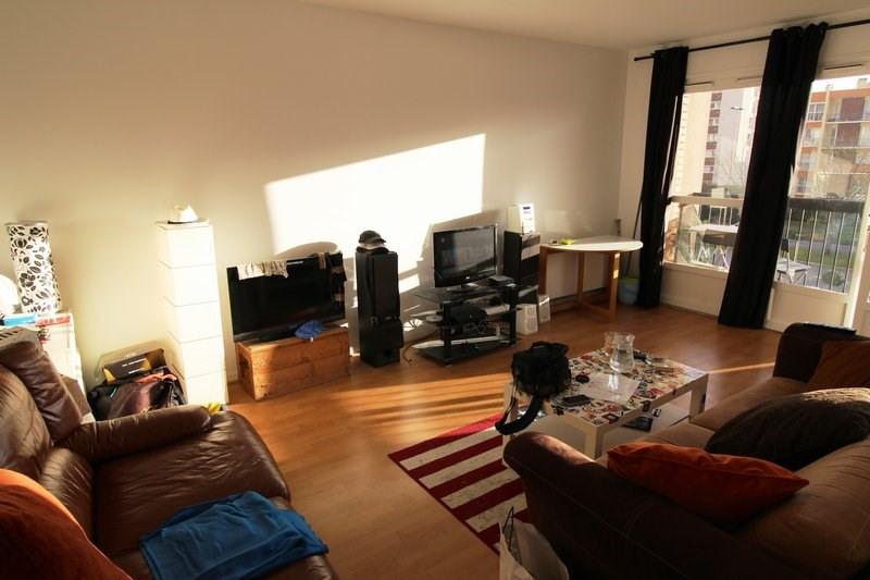 Rental apartment Maurepas 654€ CC - Picture 1