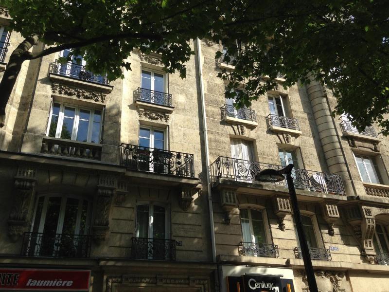 Location appartement Paris 19ème 910€ CC - Photo 1
