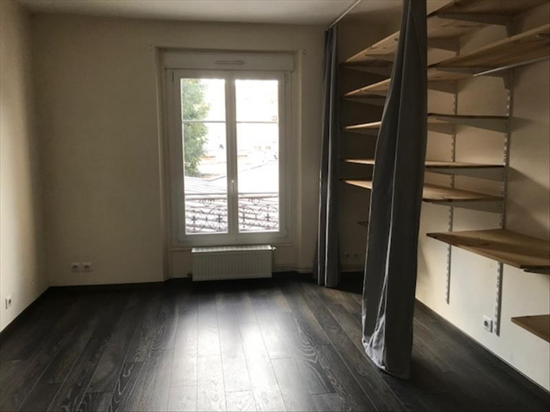 Locação apartamento Paris 18ème 957€ CC - Fotografia 4