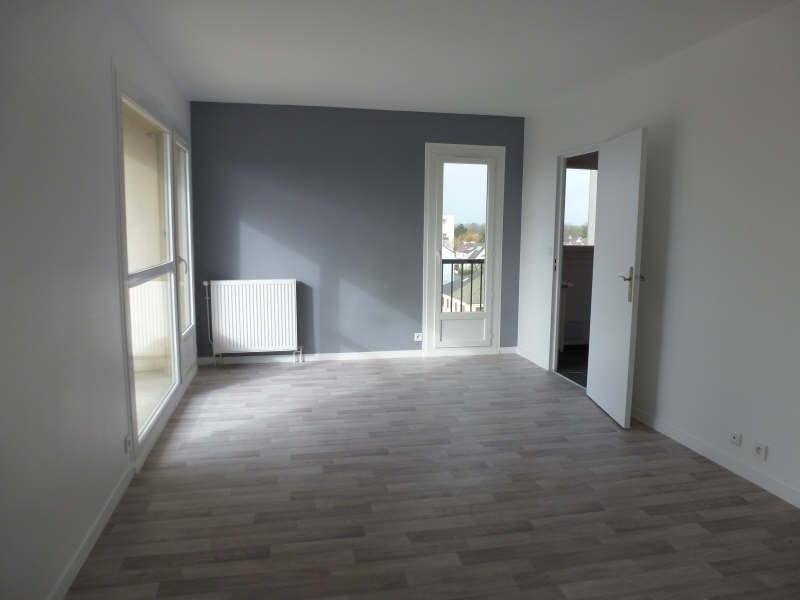 Rental apartment Maurepas 1092€ CC - Picture 2