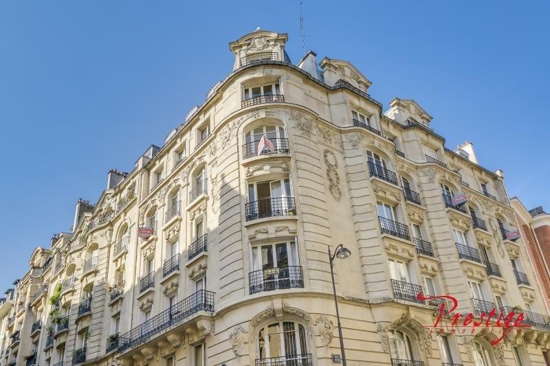 Deluxe sale apartment Paris 18ème 1689000€ - Picture 2