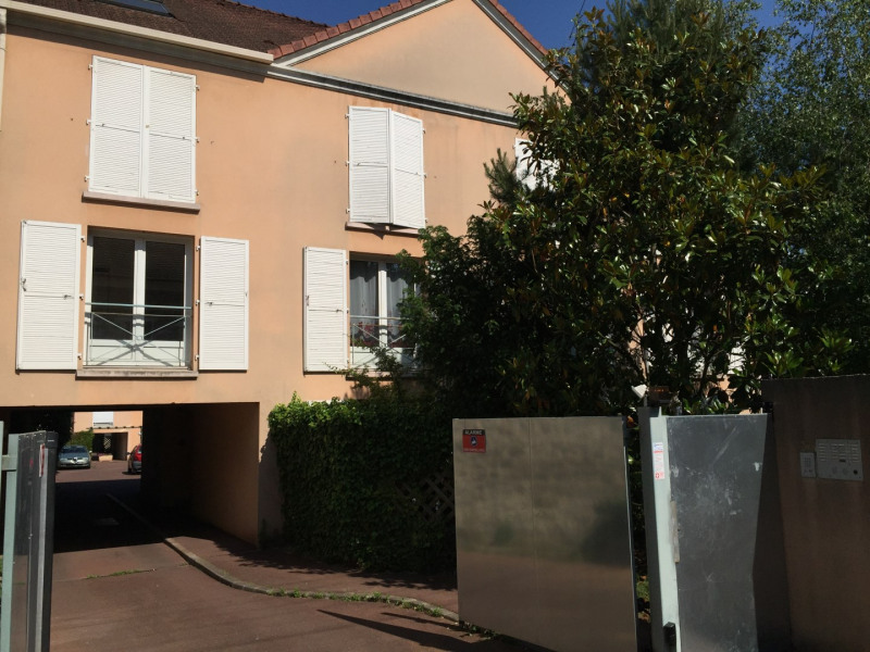 Rental apartment Pierrelaye 520€ CC - Picture 1