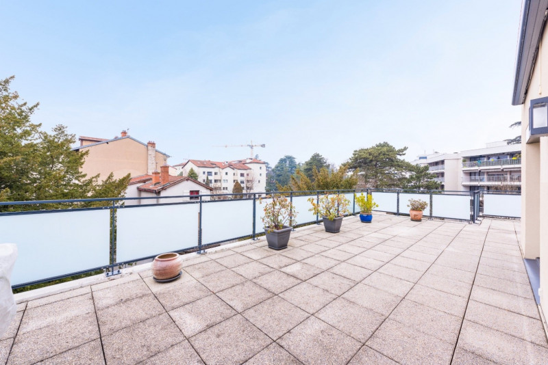 Appartement toit terrasse centre ecully