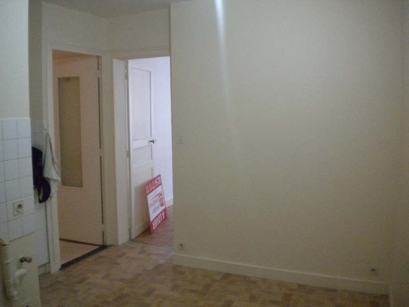 Rental apartment Vendome 302€ CC - Picture 7