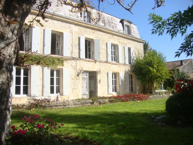 Sale house / villa Saint-jean-d'angély 399 000€ - Picture 2