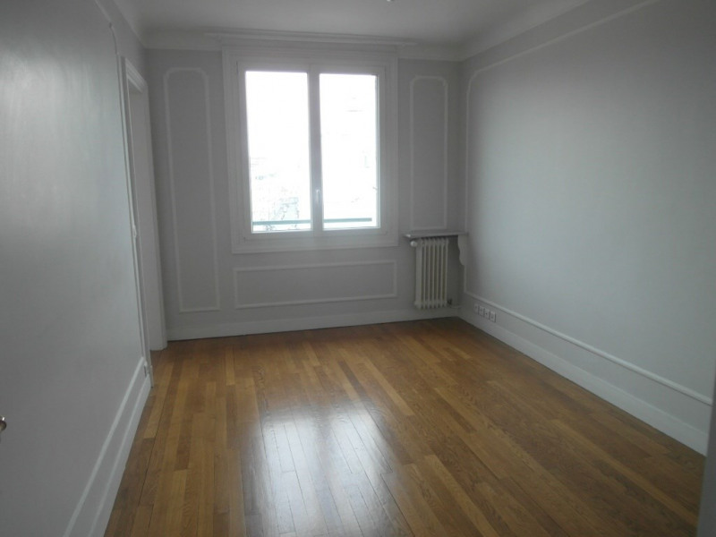 Location appartement Paris 15ème 2 330€ CC - Photo 5