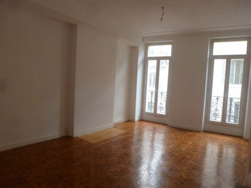 Rental apartment Marseille 1er 880€ CC - Picture 2