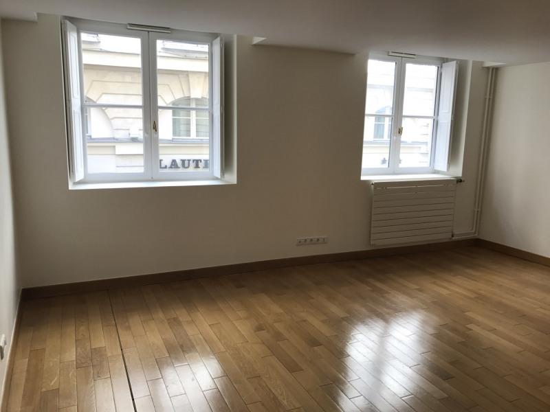 Rental apartment Paris 2ème 1190€ CC - Picture 1