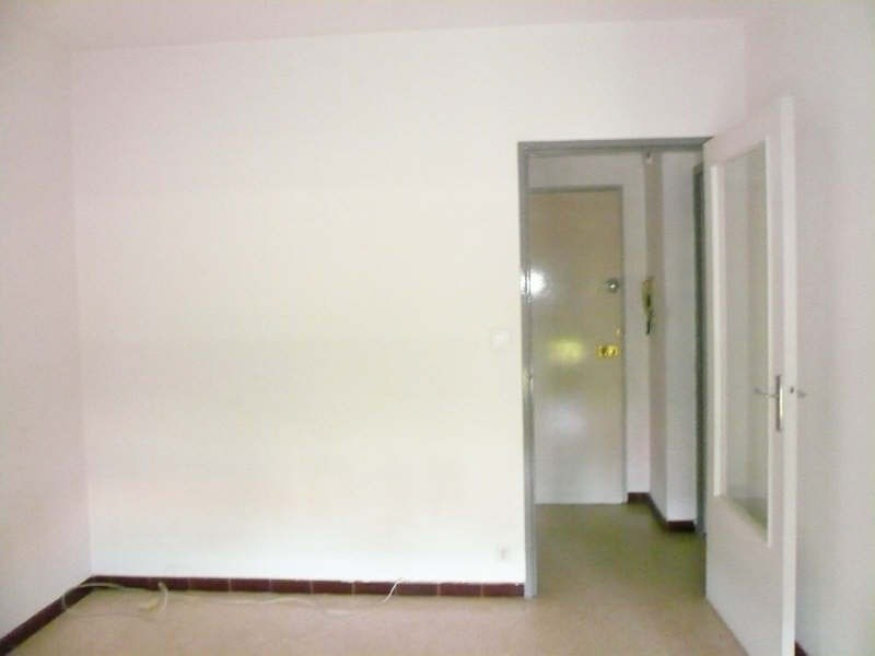 Rental apartment Nimes 410€ CC - Picture 2