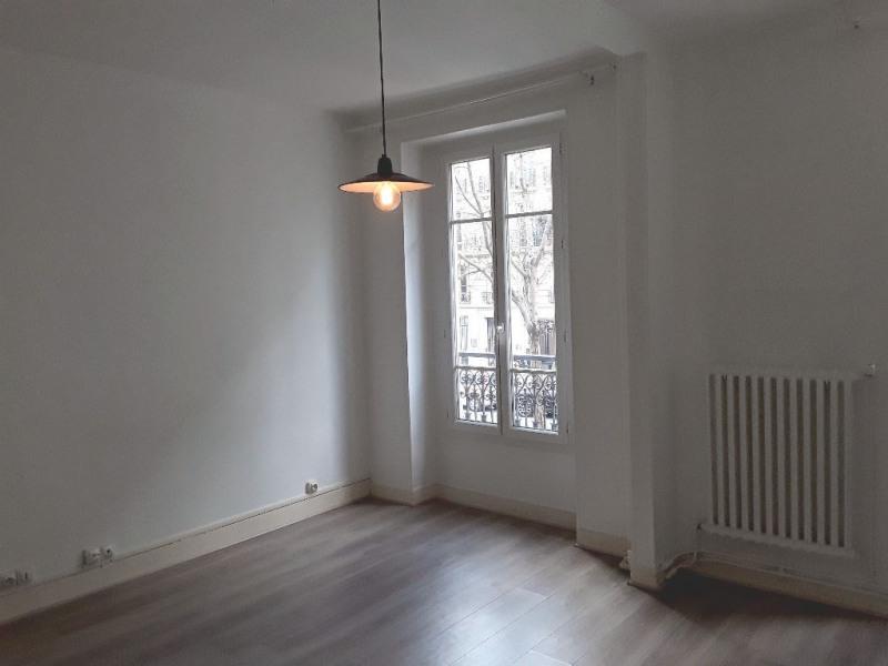 Location appartement Paris 11ème 996€ CC - Photo 2