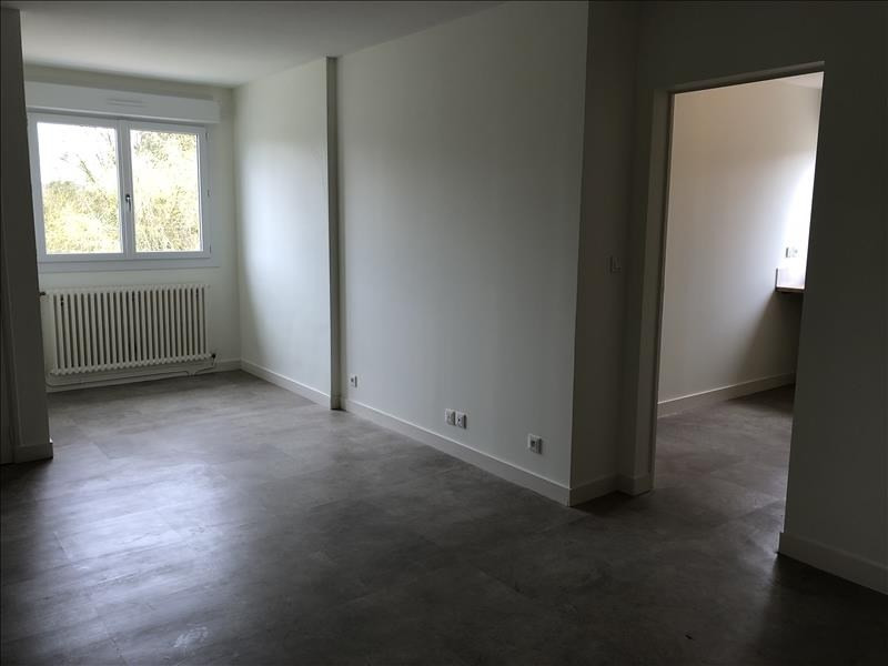 Location appartement Iteuil 643€ CC - Photo 3