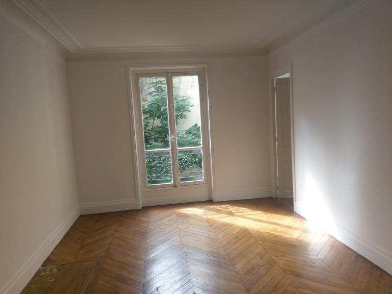 Rental apartment Paris 8ème 1520€ CC - Picture 1
