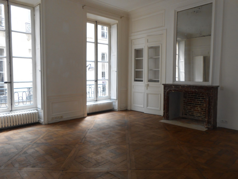 Rental apartment Paris 2ème 1 805€ CC - Picture 1