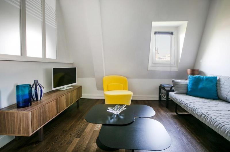 Location appartement Paris 8ème 1470€ CC - Photo 1