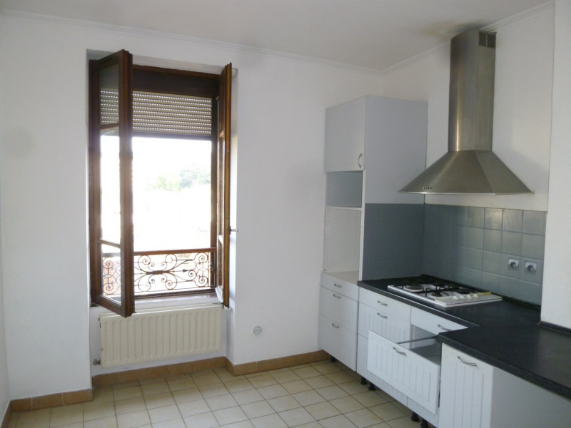 Location appartement Oullins 733€ CC - Photo 1