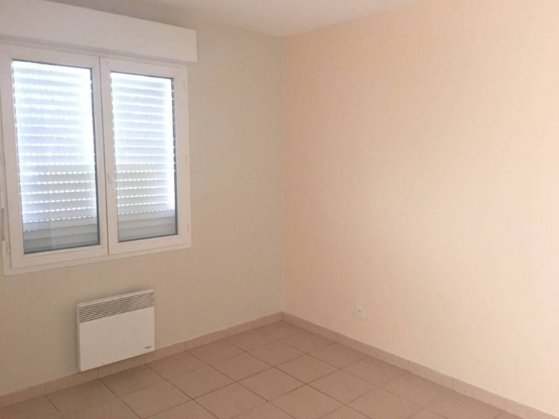 Location maison / villa Saint-denis-de-pile 553€ CC - Photo 5