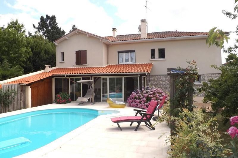 Sale house / villa La roche chalais 196000€ - Picture 1