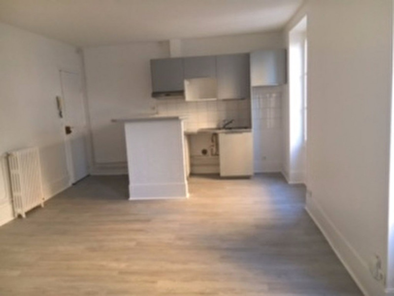 Rental apartment Le vesinet 1 048€ CC - Picture 2