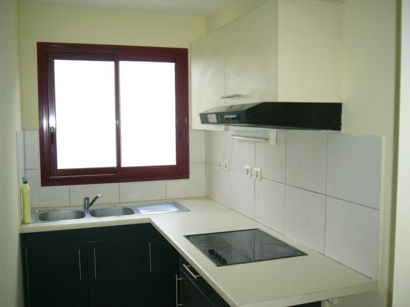 Rental apartment St denis 750€ CC - Picture 2