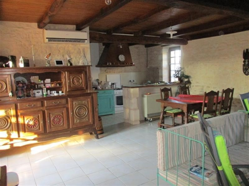 Sale house / villa St jean d angely 80 000€ - Picture 5
