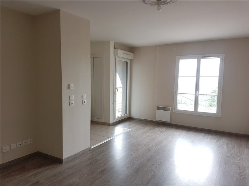 Location appartement Eragny 886€ CC - Photo 1
