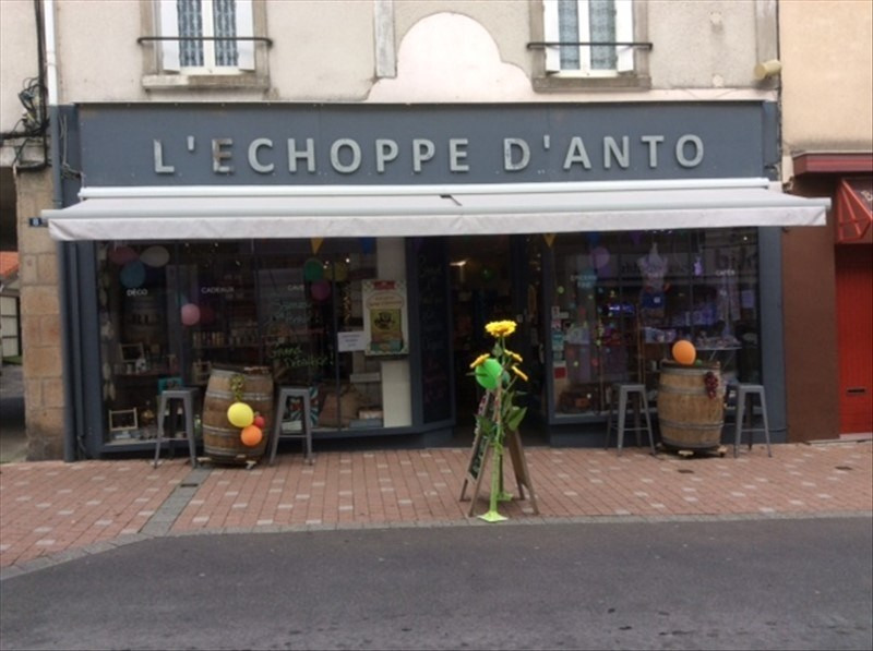 Location local commercial Cholet 1200€ HT/HC - Photo 1