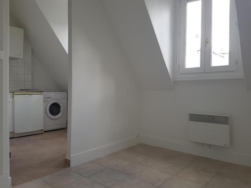 Location appartement Paris 7ème 565€ CC - Photo 1