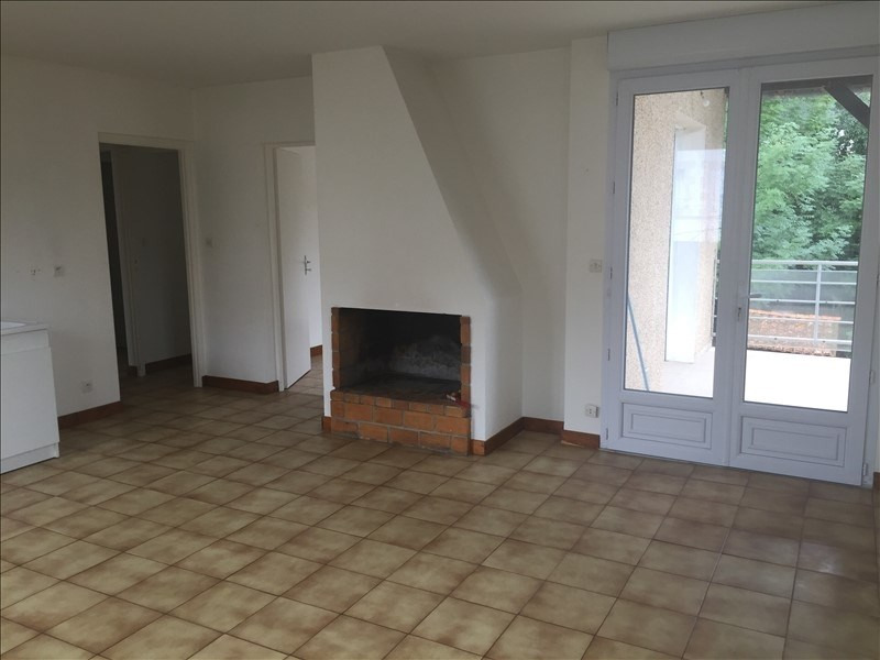 Location appartement Iteuil 563€ CC - Photo 2