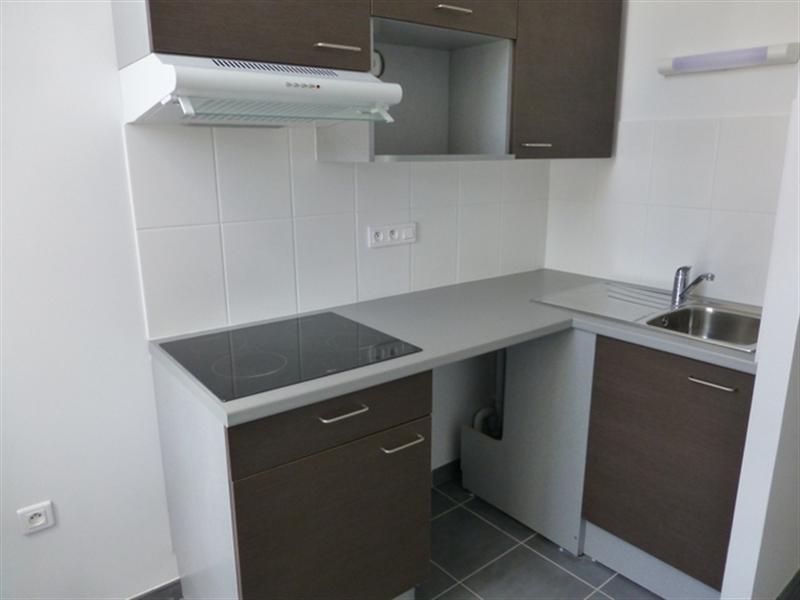 Rental apartment Saint-jean-d'angely 510€ CC - Picture 3