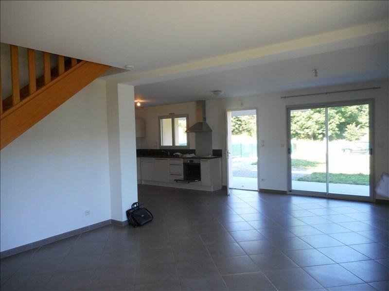 Rental house / villa St geoire en valdaine 851€ CC - Picture 2