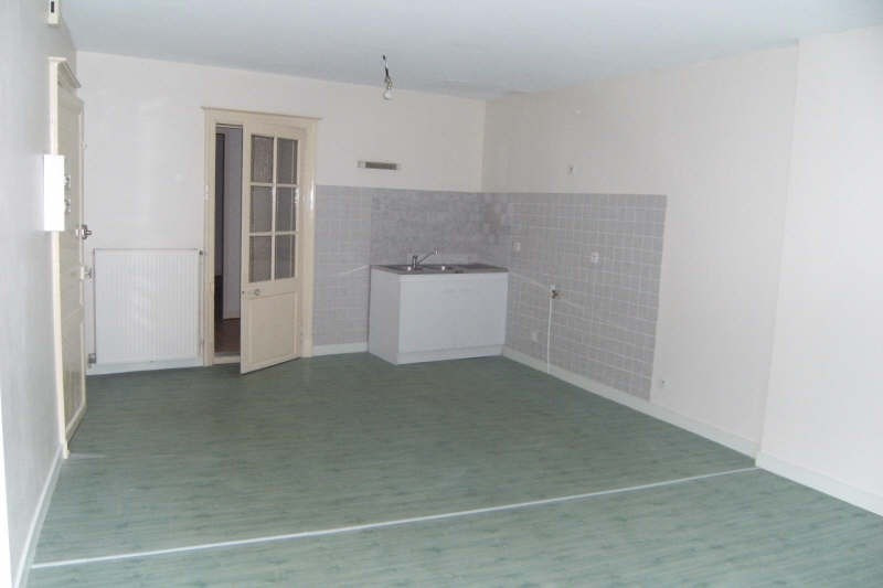 Location appartement Chatellerault 370€ CC - Photo 1