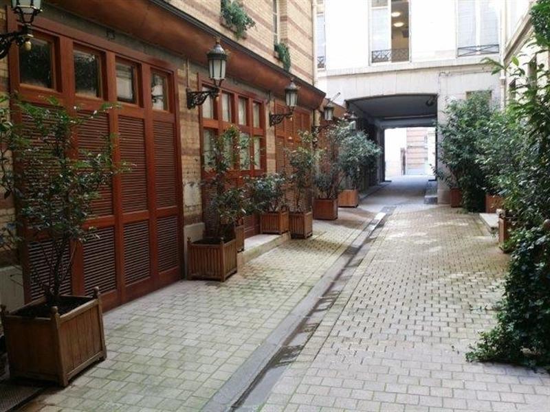 Rental apartment Paris 8ème 2800€ CC - Picture 3