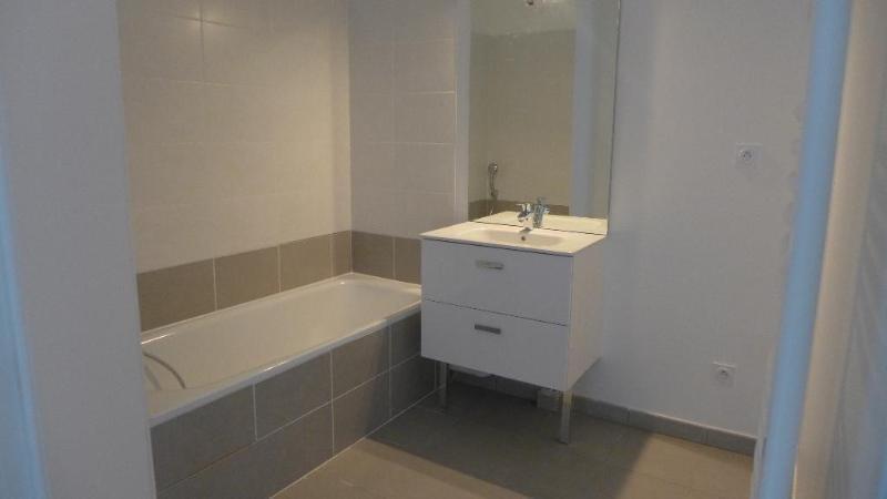Location appartement Decines charpieu 785€ CC - Photo 9