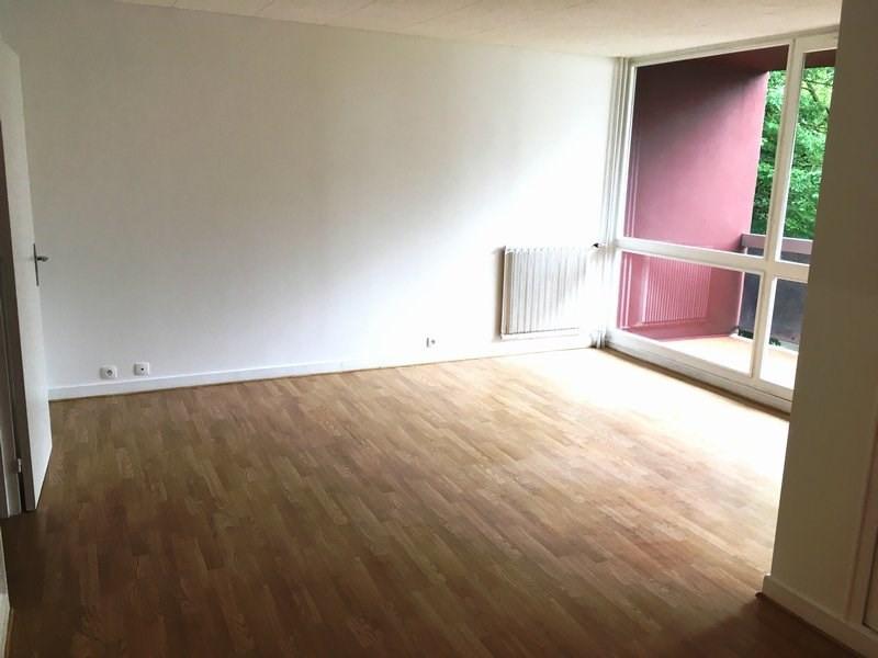 Rental apartment Elancourt 681€ CC - Picture 1